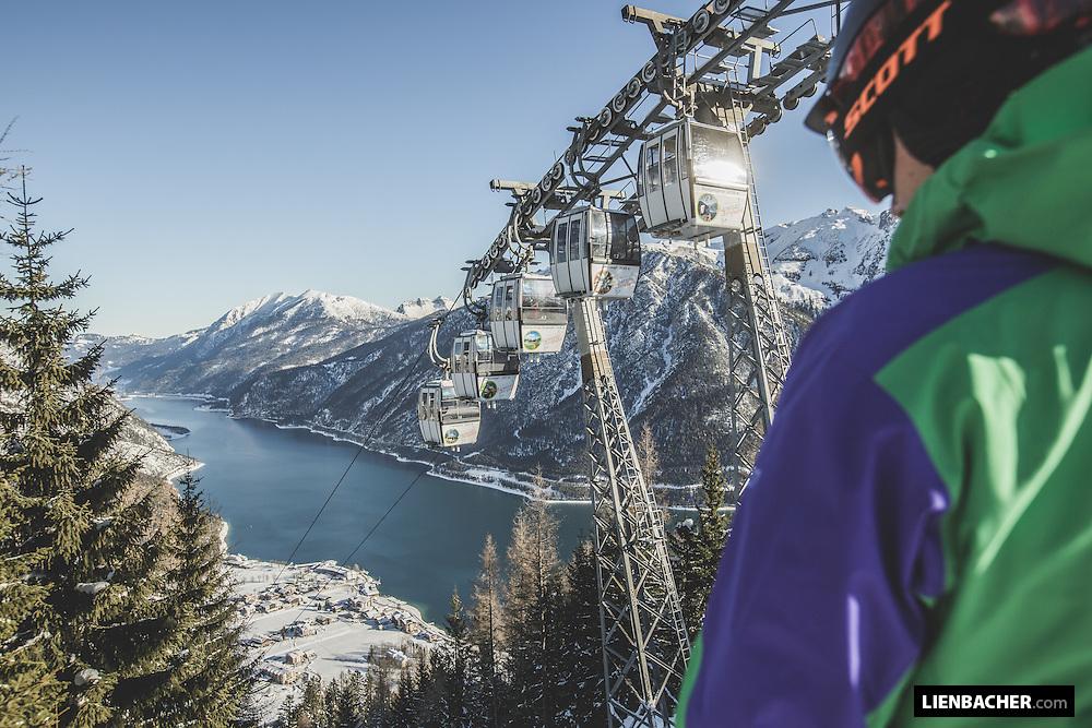 Sports reportage in a skiing resort.<br /> <br /> Agency: Sportalpen.com