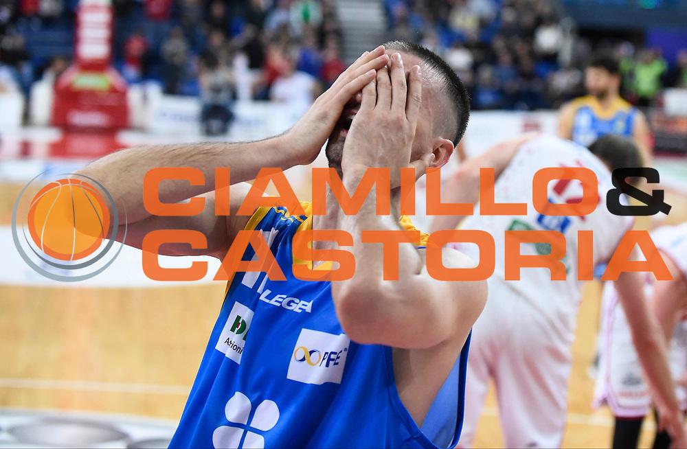 Delusione Betaland Capo d'Orlando<br /> Victoria Libertas Pesaro - Betaland Capo d'Orlando<br /> Lega Basket Serie A 2017/2018<br /> Reggio Emilia, 11/03/2018<br /> Foto A.Giberti / Ciamillo - Castoria