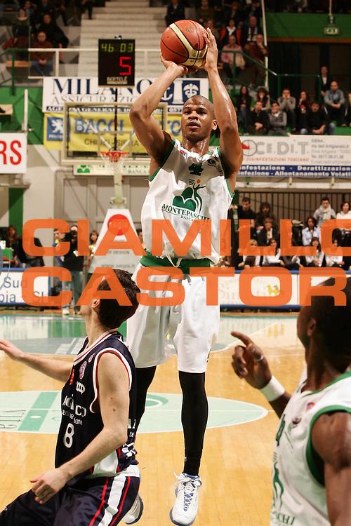DESCRIZIONE : Siena Lega A1 2006-07 Montepaschi Siena Angelico Biella <br /> GIOCATORE : Forte<br /> SQUADRA : Montepaschi Siena <br /> EVENTO : Campionato Lega A1 2006-2007 <br /> GARA : Montepaschi Siena Angelico Biella <br /> DATA : 07/04/2007 <br /> CATEGORIA : Tiro<br /> SPORT : Pallacanestro <br /> AUTORE : Agenzia Ciamillo-Castoria/P.Lazzeroni <br /> Galleria : Lega Basket A1 2006-2007 <br /> Fotonotizia : Siena Campionato Italiano Lega A1 2006-2007 Montepaschi Siena Angelico Biella<br /> Predefinita :