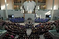 18 MAR 2012, BERLIN/GERMANY:<br /> Joachim Gauck (M), nimmt nach der entsprechenden Frage von Norber Lammert, die Wahl zum Bundespraesidenten an, Bundesversammlung anl. der Wahl des Bundespraesidenten, Plenum, Deutscher Bundestag<br /> IMAGE: 20120318-01-090<br /> KEYWORDS: Applaus, applaudieren, klatschen, Saal, Plenarsaal, Uebersicht, Übersicht