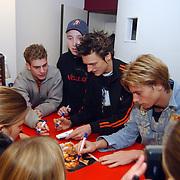 Di-rect signeert cd's Musicstore Huizen