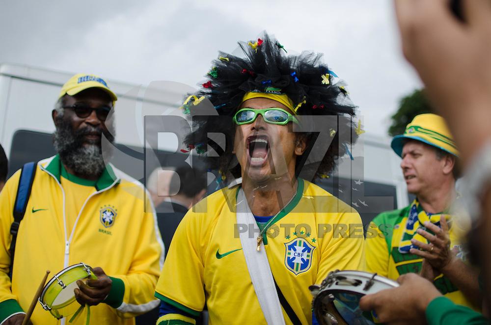 SAO PAULO, SP, 11.06.2014 - COPA 2014 - MOVIMENTACAO - Movimentacao de populares aos arredores da Arena Corinthians na regiao leste de Sao Paulo nesta quarta-feira, 11. (Foto: Tércio Teixeira / Brazil Photo Press).