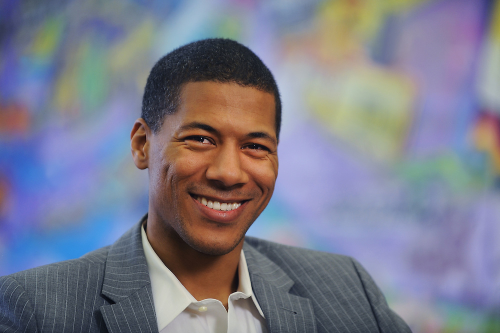 Kent State Alumni Shannon Lanier is a television host, author and journalist.