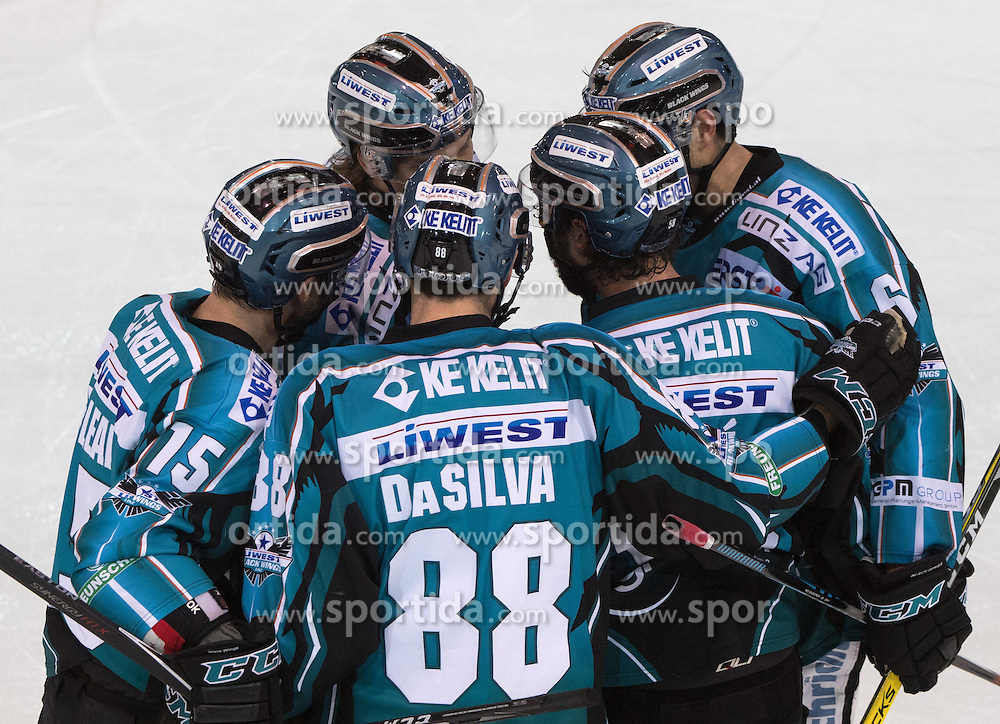 18.12.2016, Keine Sorgen Eisarena, Linz, AUT, EBEL, EHC Liwest Black Wings Linz vs Moser Medical Graz 99ers, 32. Runde, im Bild Linz feiert // during the Erste Bank Icehockey League 32nd round match between EHC Liwest Black Wings Linz and Moser Medical Graz 99ers at the Keine Sorgen Icearena, Linz, Austria on 2016/12/18. EXPA Pictures © 2016, PhotoCredit: EXPA/ Reinhard Eisenbauer