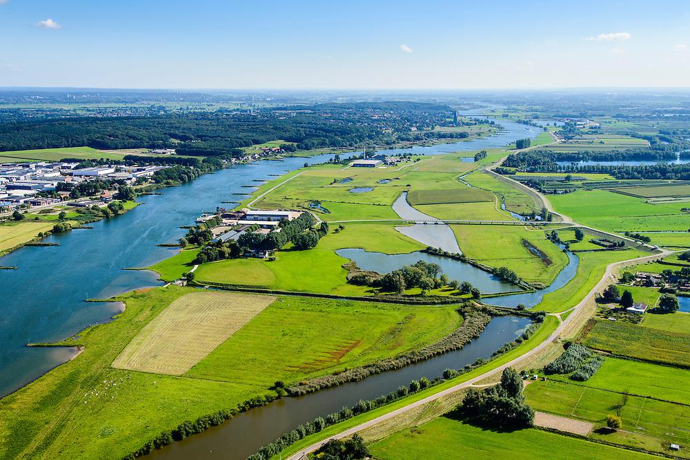 Nederland, Gelderland, 30-09-2015; Neder-rijn, uiterwaardvergraving De Tollewaard. In de uiterwaard is een nevengeul gegraven. De steenfabriek is bij hoog water bereikbaar door middel van de brug. Omdat de brug op kolommen staat kan het hoog water ongehinderd stromen<br /> Lower Rihine, in the the floodplain  a secondary - high waters - channel has been excavated.<br /> luchtfoto (toeslag op standard tarieven);<br /> aerial photo (additional fee required);<br /> copyright foto/photo Siebe Swart