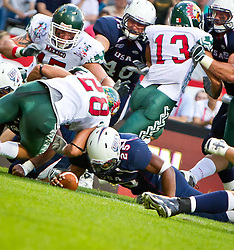 12.07.2011, Tivoli Stadion, Innsbruck, AUT, American Football WM 2011, Group A, United States of America (USA) vs Mexico (MEX), im Bild Touchdown USA durch Da'Shawn Thomas (USA, #25, RB) // during the American Football World Championship 2011 Group A game, USA vs Mexico, at Tivoli Stadion, Innsbruck, 2011-07-12, EXPA Pictures © 2011, PhotoCredit: EXPA/ J. Feichter