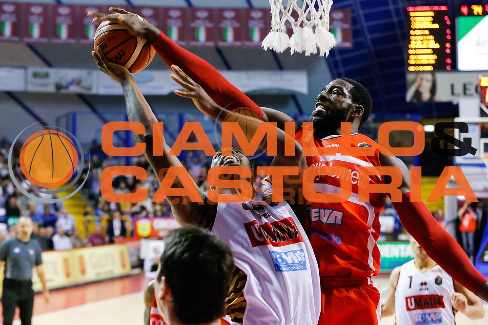 Melvin Ejim O.D. Anosike<br /> Umana Reyer Venezia - Openjobmetis Varese<br /> Lega Basket Serie A 2016/2017<br /> Venezia 23/04/2017<br /> Foto Ciamillo-Castoria