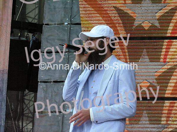 Matisyahu performing during New York Farmaid 2007 at Randall's Island September 9th, 2007...©Anna DiNardo-Smith/ Photopass.com.