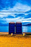 Banheiros químicos portáteis na Praia da Tapera ao anoitecer. Florianópolis, Santa Catarina, Brasil. / Portable chemical toilets at Tapera Beach at dusk. Florianopolis, Santa Catarina, Brazil.