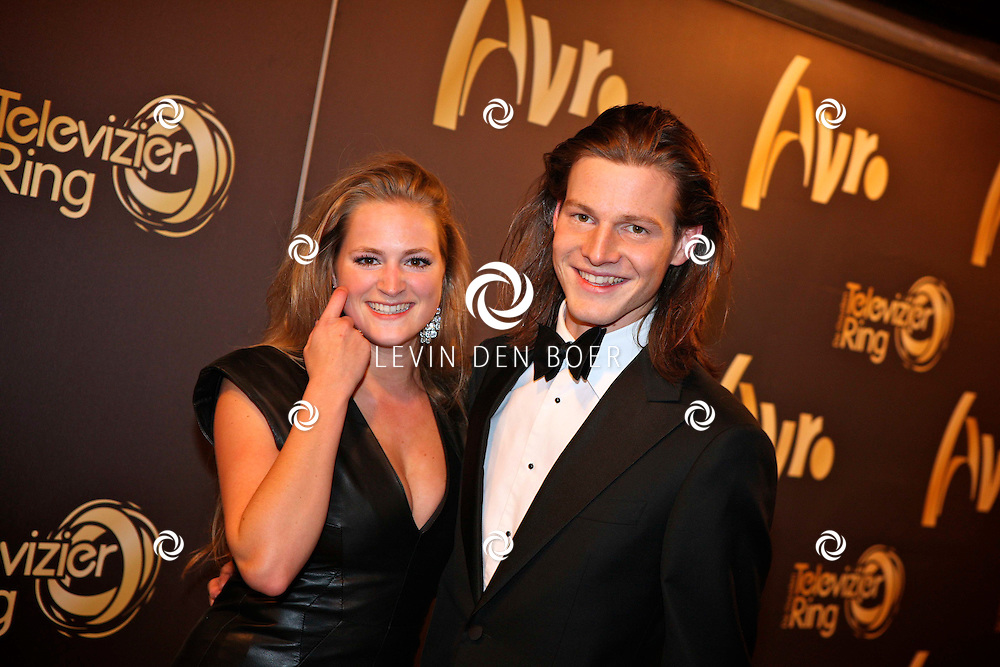 AMSTERDAM - In theater Carre is de Gouden Televizier Ring gala weer geweest.  Met op de foto Guido Spek met vriendin. FOTO LEVIN DEN BOER - PERSFOTO.NU