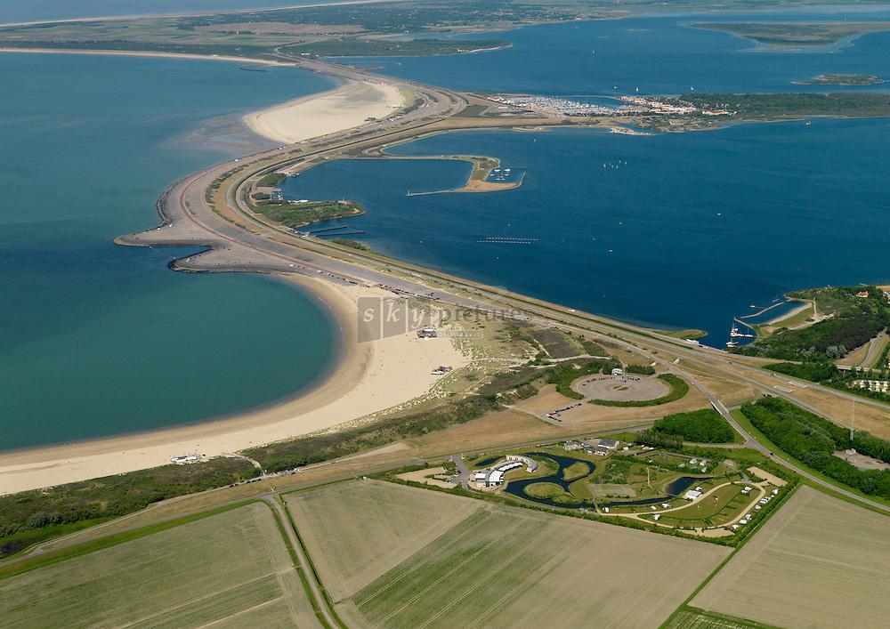 20110525 0063 Brouwersdam tussen Schouwen-Duiveland en Goeree-Overflakkee vormt de scheiding tussen de Noordzee en het Grevelingenmeer.  Op de dam wordt jaarlijks het Concert at Sea gehouden.