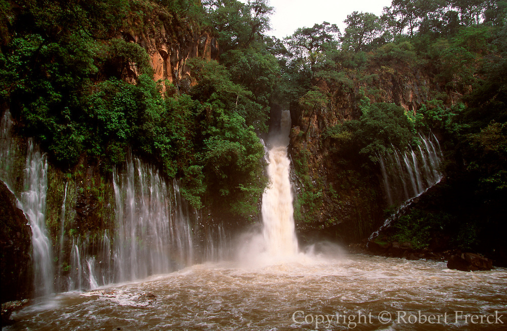 MEXICO, MICHOACAN STATE, LANDSCAPE Tzararacua Waterfall on the Cupatitzio River south of Uruapan