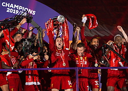 LIVERPOOL, ENGLAND - Wednesday, July 22, 2020: Liverpool's captain Jordan Henderson lifts the Premier League trophy during the presentation as the Reds are crowned Champions after the FA Premier League match between Liverpool FC and Chelsea FC at Anfield. The game was played behind closed doors due to the UK government's social distancing laws during the Coronavirus COVID-19 Pandemic. (Pic by David Rawcliffe/Propaganda)
