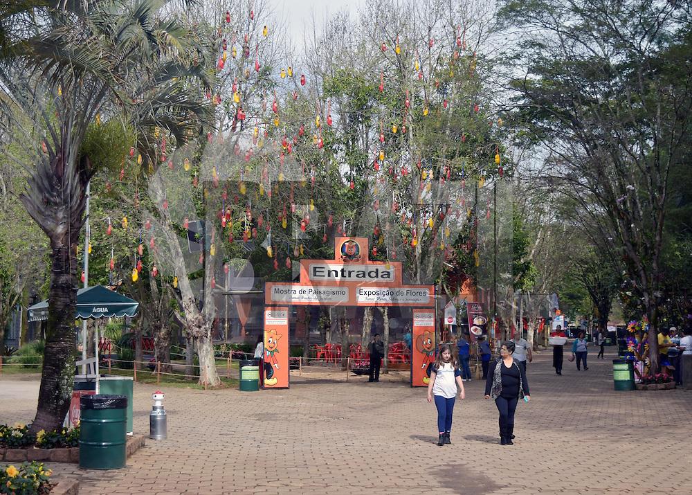 HOLAMBRA, SP 28.08.2015 - EXPOFLORA-SP - Movimentação durante a 34ª Expoflora, realizada no Parque da Expoflora, na cidade de Holambra, interior do estado de São Paulo, na manhã dessa sexta-feira, 28. A Expoflora é a maior exposição de flores e plantas ornamentais da América Latina, realizada anualmente, para dar boas-vindas à primavera. É esperado, pelos organizadores, um público estimado de 300mil visitantes, até o fim da exposição. (Foto: Eduardo Carmim / Brazil Photo Press)