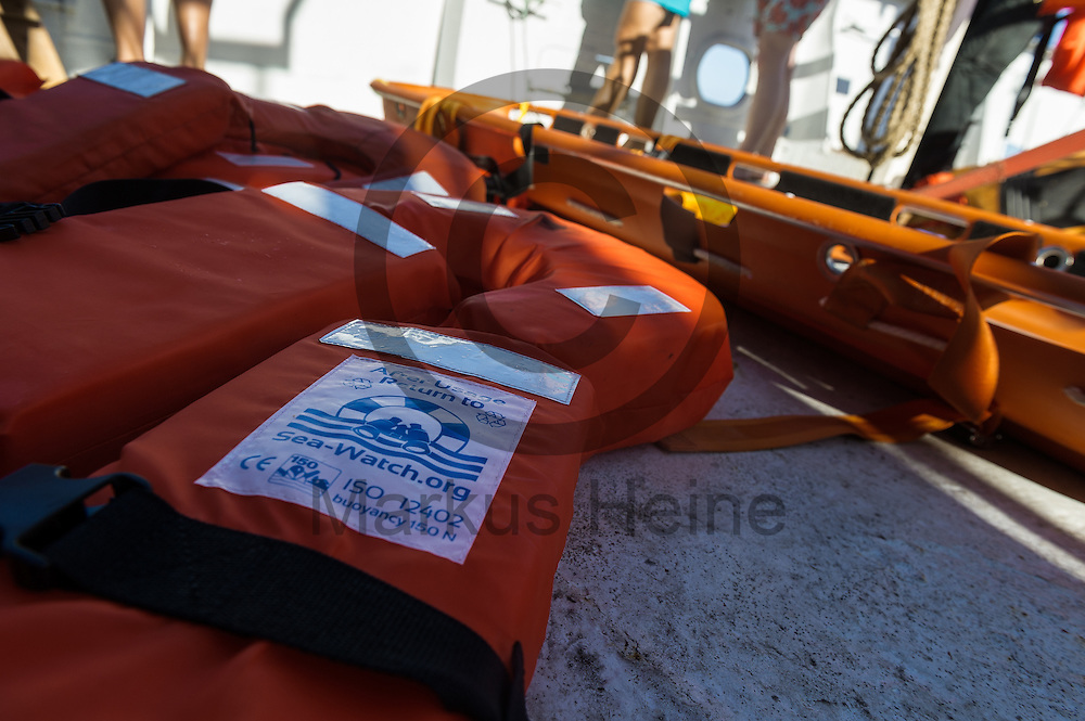 Schwimmwesen liegen  am 19.09.2016 auf dem Deck des Fluechtlingsrettungsboot Sea-Watch 2 in den Gewaessern vor Lampedusa, Italien. Foto: Markus Heine / heineimaging<br /> <br /> ------------------------------<br /> <br /> Veroeffentlichung nur mit Fotografennennung, sowie gegen Honorar und Belegexemplar.<br /> <br /> Publication only with photographers nomination and against payment and specimen copy.<br /> <br /> Bankverbindung:<br /> IBAN: DE65660908000004437497<br /> BIC CODE: GENODE61BBB<br /> Badische Beamten Bank Karlsruhe<br /> <br /> USt-IdNr: DE291853306<br /> <br /> Please note:<br /> All rights reserved! Don't publish without copyright!<br /> <br /> Stand: 09.2016<br /> <br /> ------------------------------