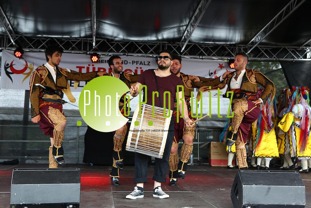 Ludwigshafen. 06.06.15 Messplatz. Fest auf dem Messplatz Deutsch-t&uuml;rkischer Tag.<br /> <br /> Bild: Markus Pro&szlig;witz 06JUN15 / masterpress