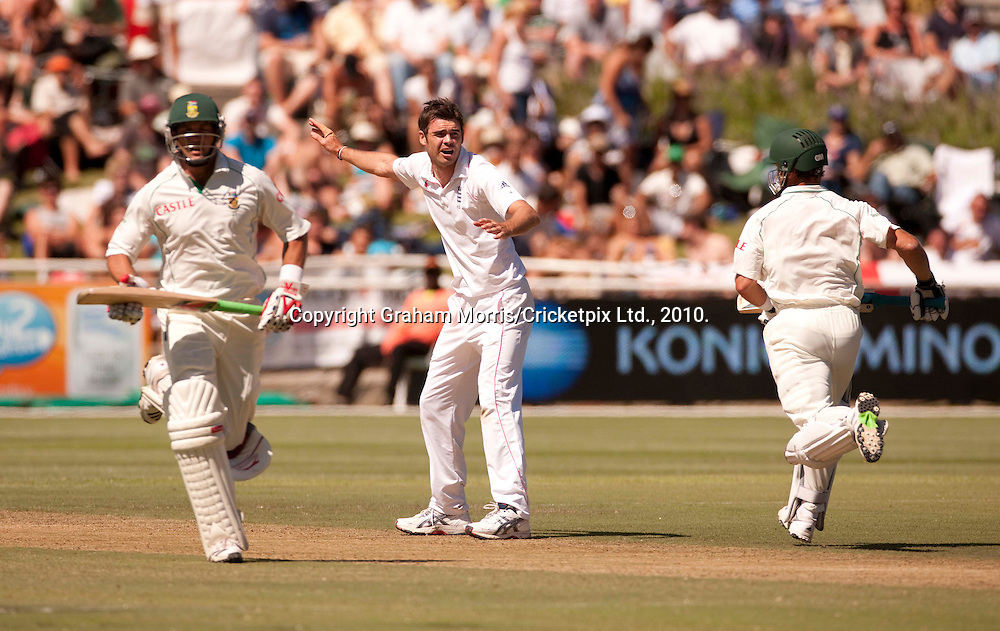 James Anderson dispairs as Jacques Kallis (left) and Mark Boucher score off his bowling during the third Test Match between South Africa and England at Newlands, Cape Town. Photograph © Graham Morris/cricketpix.com (Tel: +44 (0)20 8969 4192; Email: sales@cricketpix.com)