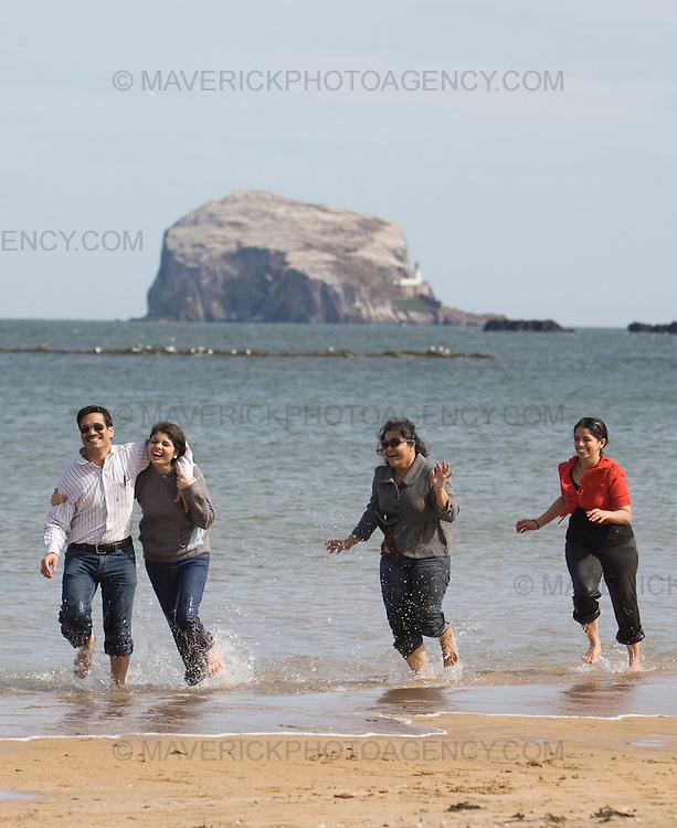 Tourists play in the sea at North Berwick...05/4/09.Michael Hughes/Maverick.Tel. 07789681770