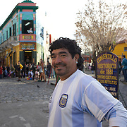 Diego Maradona look a like Escolastico Berto Mendez makes money having his photograph taken with tourists in the famous La Boca region of Buenos Aires, near the Boca Juniors football stadium, La Bombonera, He once appeared with Maradona on the famous footballers TV show on Argentinian television. Buenos Aires, Argentina, 25th June 2010. Photo Tim Clayton.
