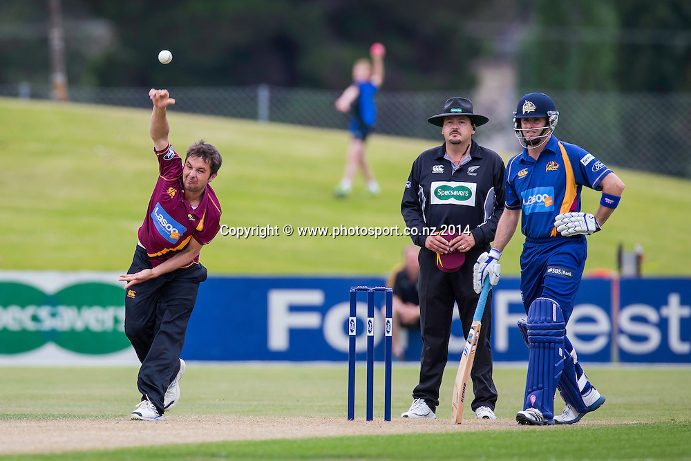 Jono Boult bowls for the Northern Knights during the Volts v Knights, 27 December 2014Saturday, 27 December 2014, Molyneux Park, Alexandra - List-A Match - Ford Trophy CREDIT: Libby Law / www.photosport.co.nz
