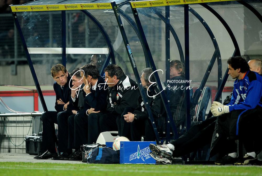 28-02-2009 Voetbal:Willem II:Heracles Almelo:Tilburg<br /> Alfons Groenendijk ontstelt na de 3-0 nederlaag tegen Heracles op de bank<br /> Foto: Geert van Erven
