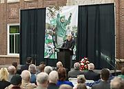 Mr. Joe Newton Memorial<br /> York High School<br /> Commons<br /> 18.01.27<br /> <br /> Image &copy;&nbsp;Ross Dettman, 630.660.0817