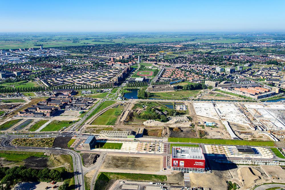 Nederland, Utrecht, Leidsche Rijn, 30-09-2015; noordelijke ingang van de Leidsche Rijntunnel. De bioscop annex evenementencentrum CineMec Utrecht (CineMec De Sterrenkijker) is boven op de tunnel gebouwd evenals het stadspark.<br /> Cinema and event centre build on top of land tunnel for motorway A2, near Utrecht.<br /> <br /> luchtfoto (toeslag op standard tarieven);<br /> aerial photo (additional fee required);<br /> copyright foto/photo Siebe Swart