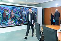 09 OCT 2019, BERLIN/GERMANY:<br /> Andreas Scheuer, CSU, Bundesverkehrsminister, auf dem Weg zu seinem Platz, vor Beginn der Kabinettsitzung, Bundeskanzöeramt<br /> IMAGE: 20191009-01-001<br /> KEYWORDS: Sitzung, Kabinett
