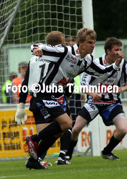 11.06.2007, Hietalahti, Vaasa, Finland..Veikkausliiga 2007 - Finnish League 2007.Vaasan Palloseura - AC Oulu.Jyri Hietaharju (VPS) tuulettavaa.©Juha Tamminen.....ARK:k