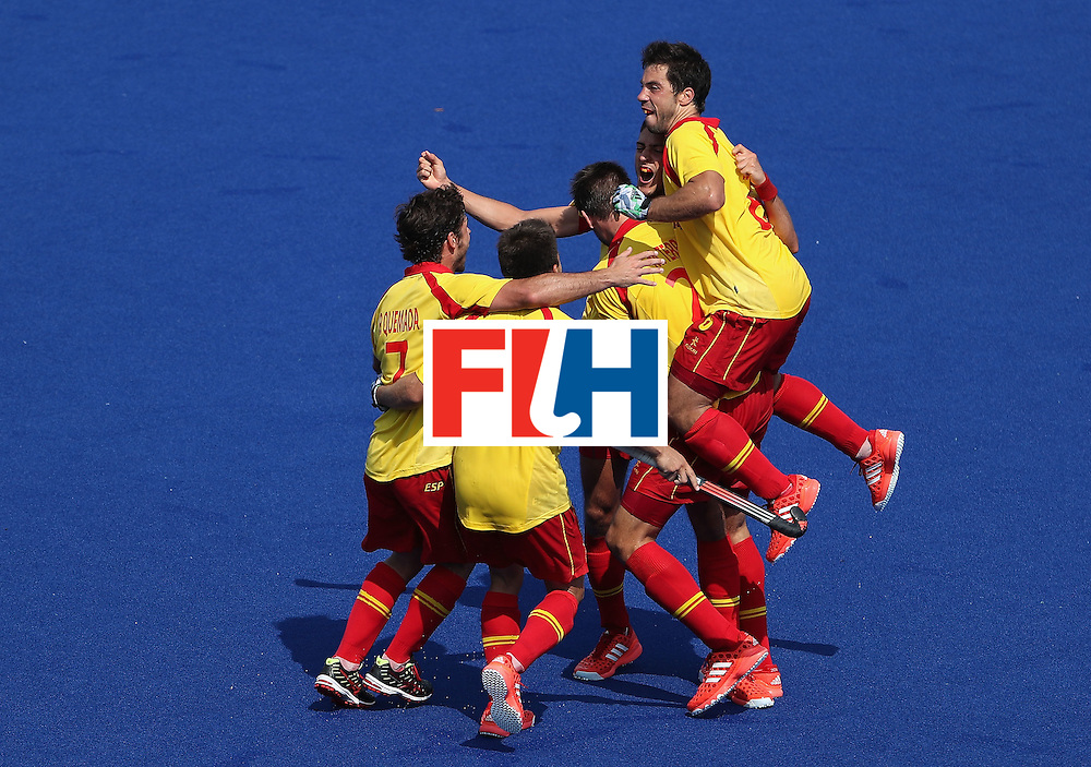 RIO DE JANEIRO, BRAZIL - AUGUST 09:  Xavi Lleonart #17 of Spain is congratulated by Miguel Delas #6, Pau Quemada #7 and Marc Salles #19 after Lleonart scored a late goal against New Zealand duing the hockey game on Day 4 of the Rio 2016 Olympic Games at the Olympic Hockey Centre on August 9, 2016 in Rio de Janeiro, Brazil.  (Photo by Christian Petersen/Getty Images)