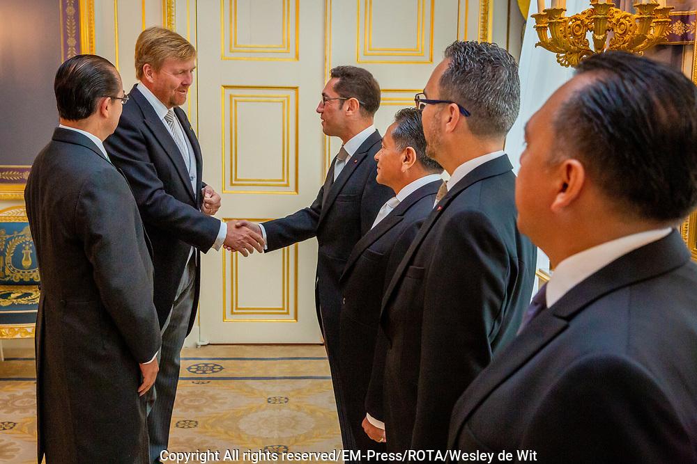 DEN HAAG - Koning Willem-Alexander heeft woensdagochtend 4 september op Paleis Noordeinde in Den Haag ter overhandiging van hun geloofsbrieven ontvangen de ambassadeur van de Verenigde Mexicaanse Staten, Z.E. José Antonio Zabalgoitia Trejo. Foto: Wesley de Wit