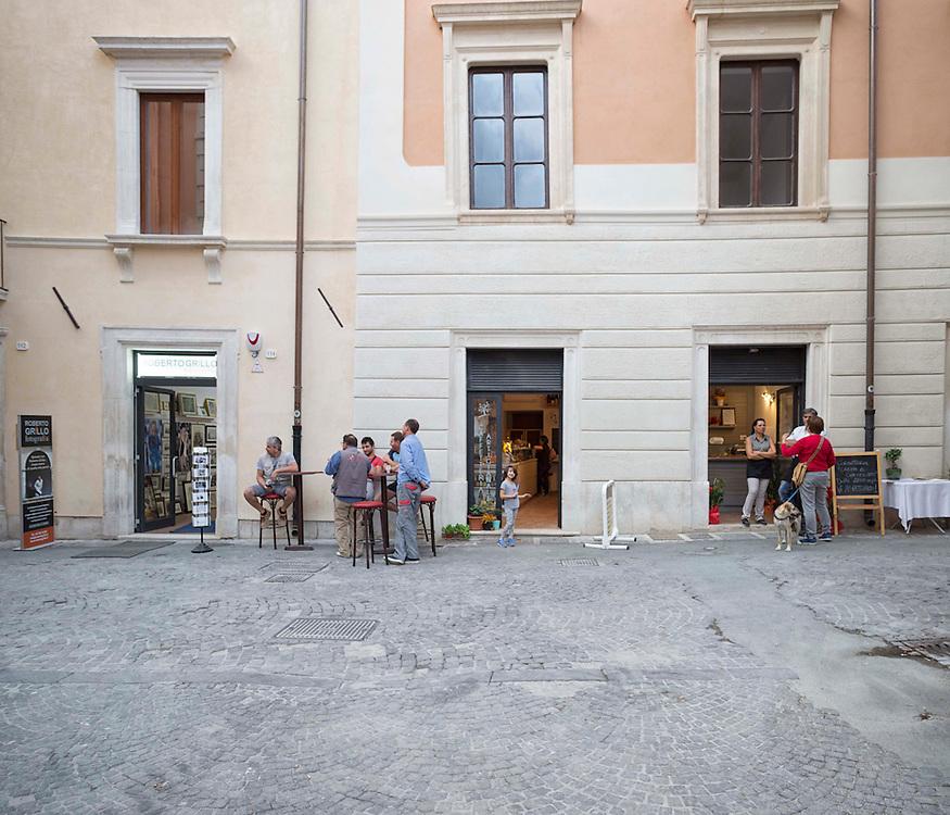 negozi sulla via principale Federico II a L'aquila,<br /> shops on Main Street Federico II in L'aquila
