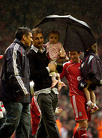 Photo: Jed Wee/Sportsbeat Images.<br /> Liverpool v Charlton Athletic. The Barclays Premiership. 13/05/2007.<br /> <br /> Liverpool's Jerzy Dudek joins the rest of the team in a lap around Anfield as he says farewell.