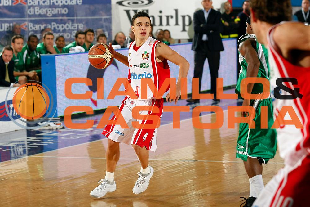 DESCRIZIONE : Varese Lega A1 2007-08 Cimberio Varese Air Avellino<br /> GIOCATORE : Marco Passera<br /> SQUADRA : Cimberio Varese<br /> EVENTO : Campionato Lega A1 2007-2008<br /> GARA : Cimberio Varese Air Avellino<br /> DATA : 18/11/2007<br /> CATEGORIA : Palleggio<br /> SPORT : Pallacanestro<br /> AUTORE : Agenzia Ciamillo-Castoria/G.Cottini
