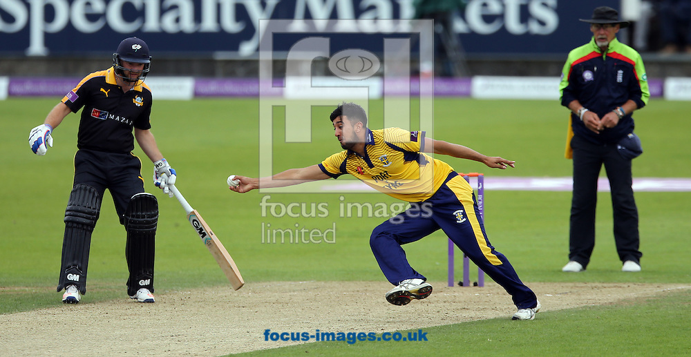 Usman Arshad (c) of Durham CCC goes close to a catch during the Royal London One Day Cup match at Emirates Riverside, Chester-le-Street<br /> Picture by Simon Moore/Focus Images Ltd 07807 671782<br /> 31/07/2016