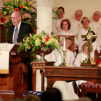 Thomas Wells | BUY AT PHOTOS.DJOURNAL.COM<br /> Former Gov. William Winter delivers his eulogy  for Jack Reed Sr. on Saturday.