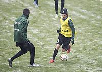 BILDET INNGÅR IKEK I FASTAVTALER. ALL NEDLASTING BLIR FAKTURERT.<br /> <br /> Fotball<br /> Tyskland<br /> Foto: imago/Digitalsport<br /> NORWAY ONLY<br /> <br /> Neuzugang Iver FOSSUM r. (H), Aktion, Spielszene, l. Salif SANE (H) Fussball 1.Bundesliga, Trainingsauftakt Hannover 96, am 04.01.2016 in Hannover/ Deutschland.