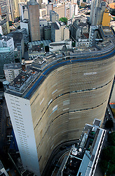 Sao Paulo, SP, Brasil    20/set/2002.O Edificio Copan, projetado pelo arquiteto Oscar Niemeyer, visto de cima./ Copan Building, projected by the architect Oscar Niemeyer, seem from above..Foto Marcos Issa/Argosfoto