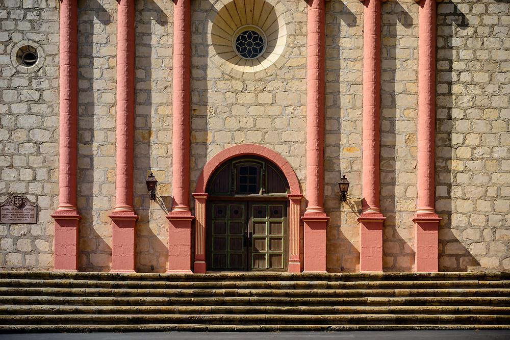 Mission Santa Barbara, also known as Santa Barbara Mission, is a Spanish mission founded by the Franciscan order Santa Barbara, California.