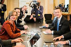 26.02.2020, Bundeskanzleramt, Wien, AUT, Bundesregierung, erste Sitzung Task Force Oekosoziale Steuerreform, im Bild v. l. Gernot Bluemel (OeVP), Leonore Gewessler (Gruene)// during first meeting of the Task Force on Eco-Social Tax reform at the federal chancellery in Vienna, Austria on 2020/02/26. EXPA Pictures © 2020, PhotoCredit: EXPA/ Florian Schroetter