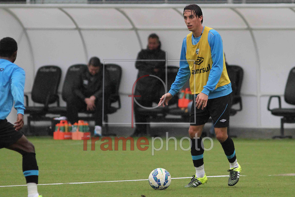 Futebol - Treino  - Geromel , durante  o treino do Grêmio, no CT Luiz Carvalho. Foto: Luciano Leon/Raw Image/Frame
