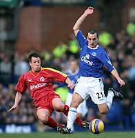 Photo: Paul Thomas.<br /> Everton v Reading. The Barclays Premiership. 14/01/2007.<br /> <br /> Leon Osman (R) of Everton battles with Nicky Shorey