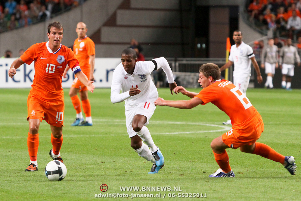 NLD/Amsterdam/20090812 - Nederland vs Engeland, Ashley Young  in duel met Stijn Schaars