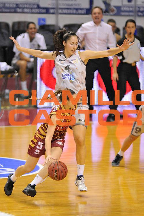 DESCRIZIONE : Venezia Lega A Femminile 2015-16 Umana Reyer Venezia - Umbertide<br /> GIOCATORE : debora carangelo<br /> CATEGORIA : Palleggio<br /> SQUADRA :  Umana Reyer Venezia - Umbertide<br /> EVENTO : Campionato Lega A 2015-2016 <br /> GARA : Umana Reyer Venezia - Umbertine<br /> DATA : 25/10/2015 <br /> SPORT : Pallacanestro <br /> AUTORE : Agenzia Ciamillo-Castoria/M.Gregolin<br /> Galleria : Lega Basket A 2015-2016 <br /> Fotonotizia : Venezia Lega A Femminile 2015-16 Umana Reyer Venezia - Umbertide