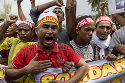 September 8, 2017 - Kuala Lumpur, MALAYSIA - Hundreds of Rohingya refugees in Malaysia shout slogans during a protest against the violence of Rohingya Muslims in Myanmar at outsude of Myanmar embassy in Kuala Lumpur, Malaysia on September 8, 2017. (Credit Image: © Chris Jung via ZUMA Wire)