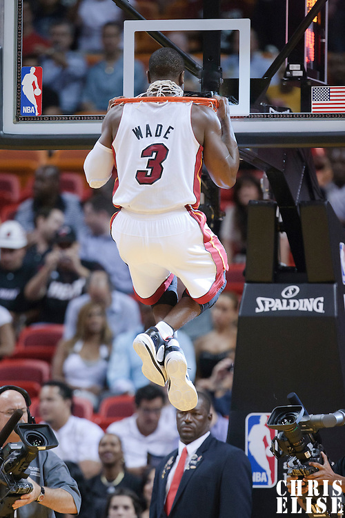 17 November 2010: Miami Heat's shooting guard #3 Dwyane Wade warms up prior to the Miami Heat 123-96 victory over the Phoenix Suns at the AmericanAirlines Arena, Miami, Florida, USA.