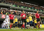FODBOLD: Spillerne, anført af dommer Michael Tykgaard, går på banen før kampen i ALKA Superligaen mellem Brøndby IF og FC København den 17. april 2017 på Brøndby Stadion. Foto: Claus Birch