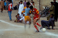 "Pakistan - ""Shiddis "", esclaves de l'empire des Indes - Province du Sind - Karachi - Quartier de Lyari, quartier pauvre à forte densité Shiddi - Le sport est un échapatoir possible à leur condition pour les Shiddis - Rencontre de Football entre un club de Karachi et un club de Shiddi // Pakistan, Shiddi, the black of Pakistan with African origine"
