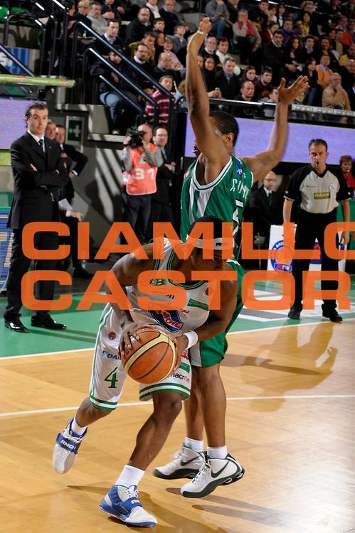 DESCRIZIONE : Treviso Lega A1 2008-09 Benetton Treviso Montepaschi Siena<br /> GIOCATORE :  Bobby Dixon <br /> SQUADRA : Benetton Treviso<br /> EVENTO : Campionato Lega A1 2008-2009 <br /> GARA : Benetton Treviso Montepaschi Siena<br /> DATA : 01/02/2009 <br /> CATEGORIA : Penetrazione<br /> SPORT : Pallacanestro <br /> AUTORE : Agenzia Ciamillo-Castoria/M.Gregolin