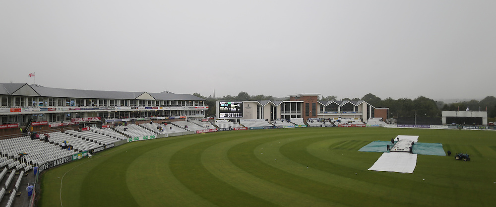 Rain forces an early lunch during the Royal London One Day Cup match at Emirates Durham ICG, Chester-le-Street<br /> Picture by Simon Moore/Focus Images Ltd 07807 671782<br /> 14/08/2014